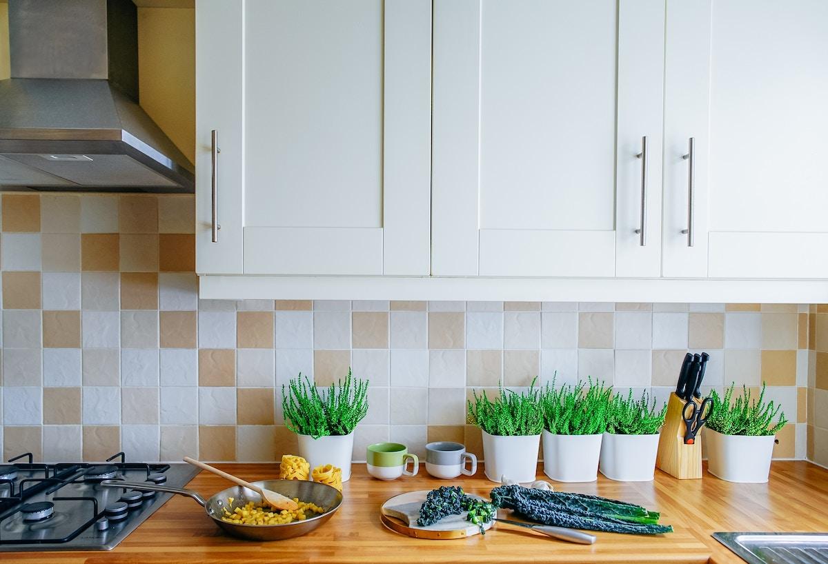 Einfache Möglichkeiten, den Stauraum der Küche zu maximieren ...